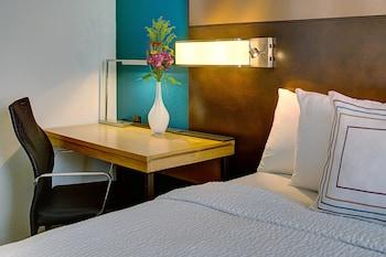 Room, 1 Queen Bed, Kitchen (Petite)