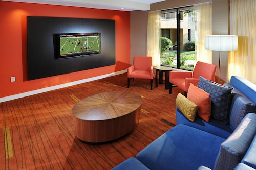 . Courtyard by Marriott Houston Hobby Airport