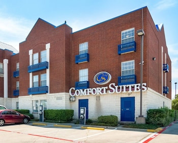 Exterior at Comfort Suites Las Colinas Center in Irving