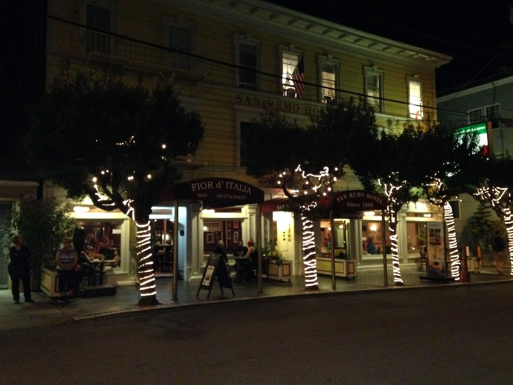 산 레모 호텔(San Remo Hotel) Hotel Image 57 - Hotel Front - Evening/Night