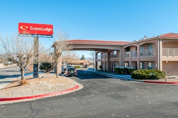 Econo Lodge West - Coors Blvd