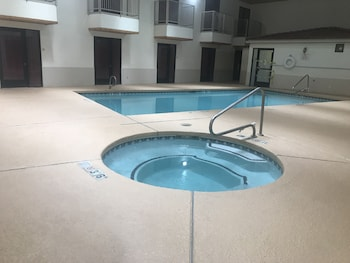 Econo Lodge West - Coors Blvd - Indoor Pool  - #0