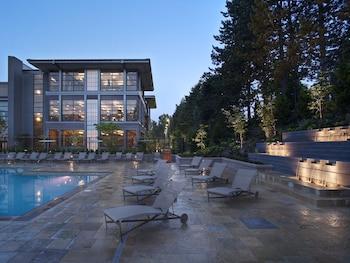 Outdoor Pool at Bellevue Club Hotel in Bellevue