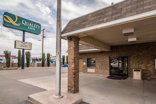 Quality Inn & Suites Near White Sands National Monument, Otero