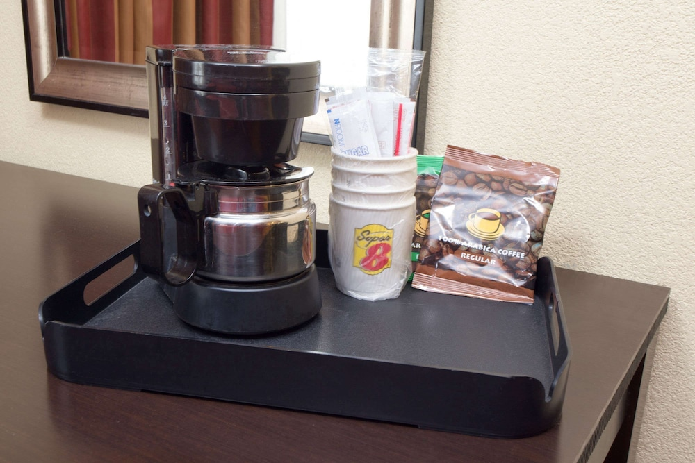 Super 8 by Wyndham Chicago Northlake O'Hare South