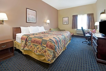 Collinsville Vacations - Days Inn by Wyndham Collinsville - Property Image 1