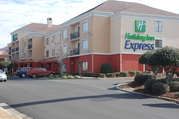 Tifton Vacations - Holiday Inn Express Tifton - Property Image 1