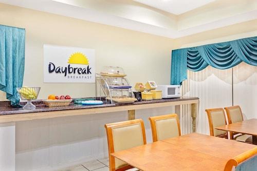 Days Inn & Suites by Wyndham Stockbridge South Atlanta, Clayton