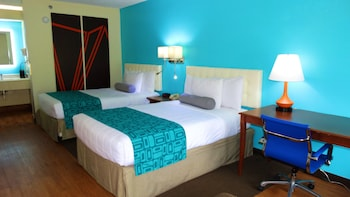 Guestroom at Howard Johnson by Wyndham Savannah GA in Savannah