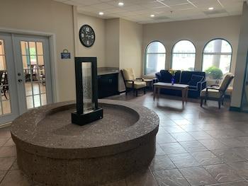 Days Inn & Suites by Wyndham Savannah Gateway/I-95 And 204