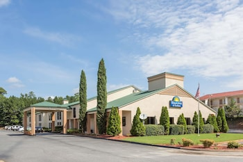 Hotel - Days Inn & Suites by Wyndham Norcross