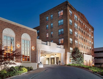 考里堅套房飯店 - 溫德姆商標精選飯店 Collegian Hotel & Suites, Trademark Collection by Wyndham