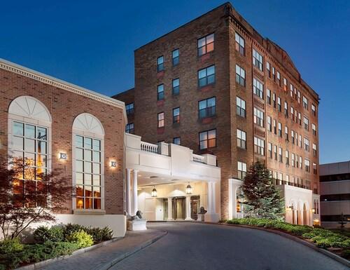 . Collegian Hotel & Suites, Trademark Collection by Wyndham