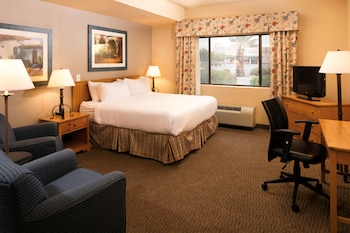 Suite, 1 King Bed, Accessible, Kitchenette