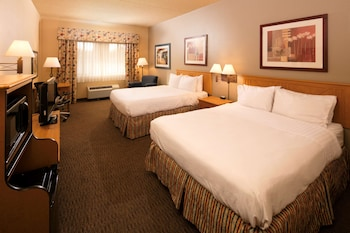 Room, 2 Queen Beds, Accessible (Roll in Shower)