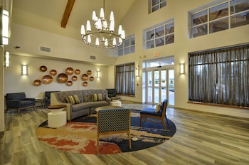 Lobby Lounge at Homewood Suites by Hilton Phoenix-Biltmore in Phoenix