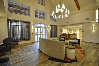 Lobby at Homewood Suites by Hilton Phoenix-Biltmore in Phoenix
