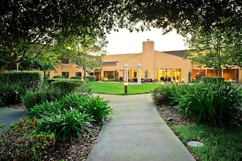 Vacaville Vacations - Courtyard by Marriott Vacaville - Property Image 1