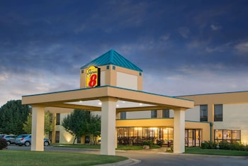 Hotel - Super 8 by Wyndham Wichita South