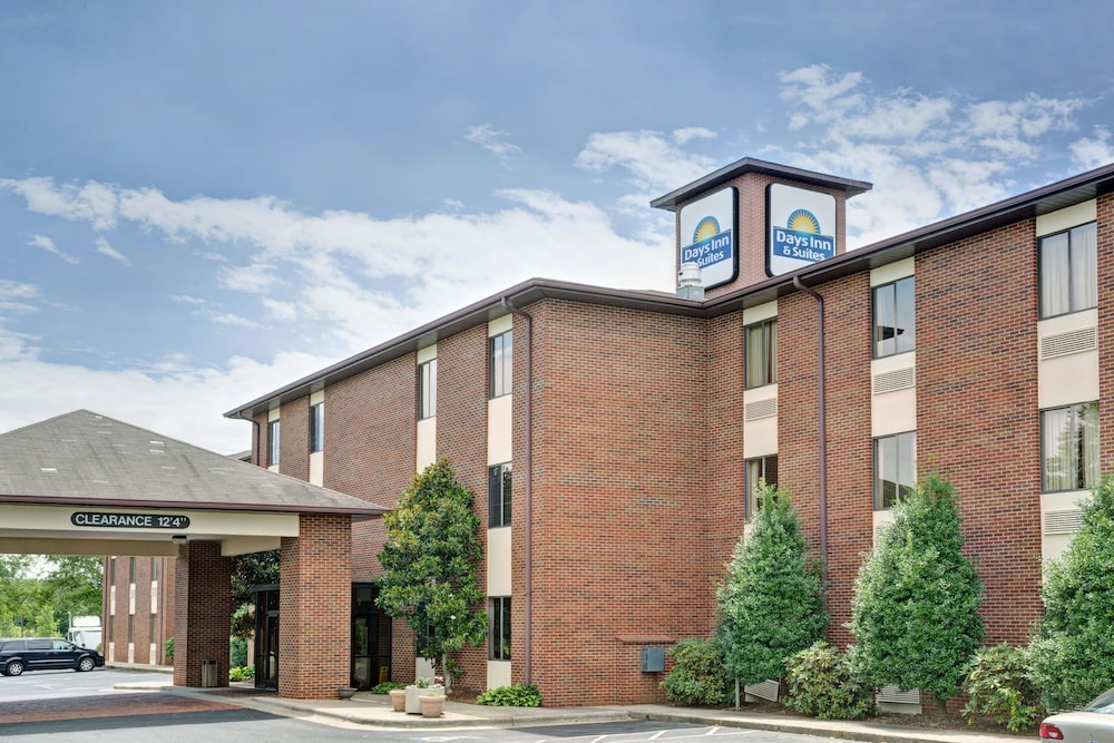 Days Inn & Suites by Wyndham Hickory
