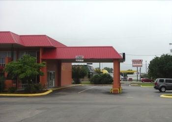 Hotel - Fall Creek Inn