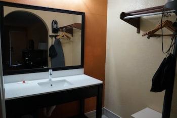Days Inn by Wyndham Goodlettsville - Bathroom Sink  - #0