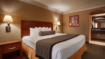 Standard Room, 1 King Bed, Smoking, Microwave