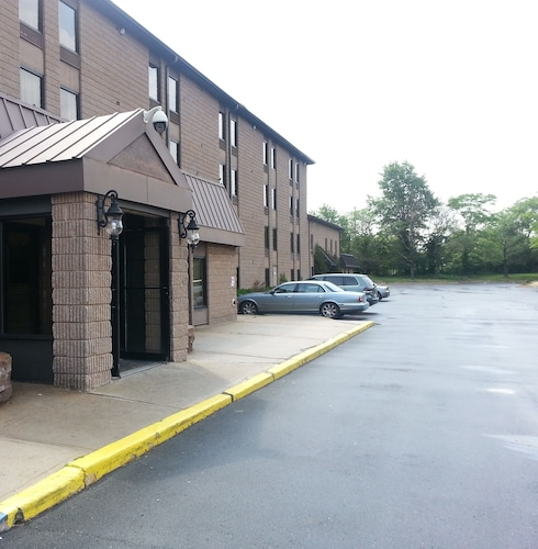 . Red Carpet Inn & Suites South Plainfield/Piscataway