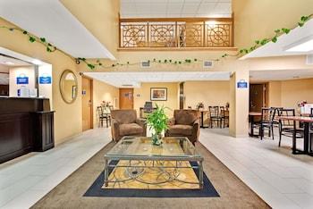 Lobby at Days Inn & Suites by Wyndham DeSoto in DeSoto