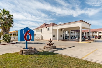Hotel - Motel 6 San Marcos, TX - North