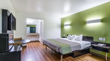 Deluxe Room, 1 King Bed, Smoking, Refrigerator & Microwave