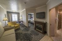 Suite, 1 King Bed with Sofa bed, Non Smoking, Jetted Tub (with Sofabed)