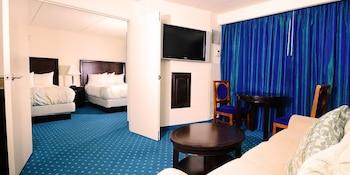 North Tower Vista Suite | 2 Queens | Non-Smoking