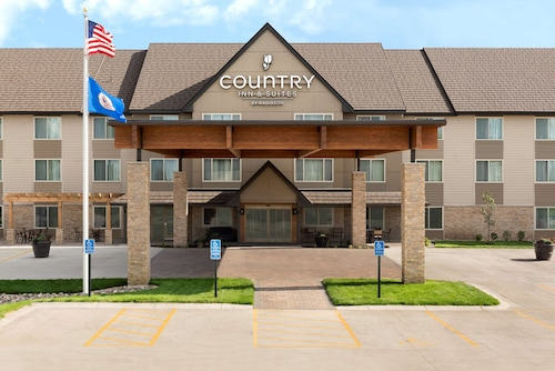 . Country Inn & Suites by Radisson, St. Cloud West, MN