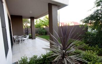 Best Western Plus Charles Sturt Suites & Apartments - Guestroom  - #0