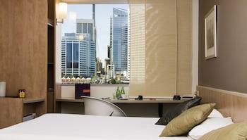 Guestroom at ibis Sydney Darling Harbour in Sydney