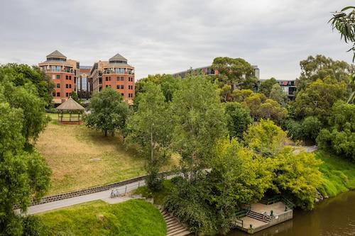 Amora Riverwalk Melbourne, Yarra - Richmond