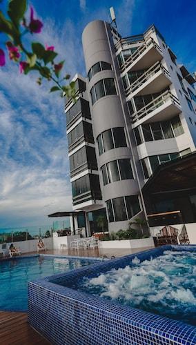 Hotel Arenal, Andrés Ibáñez