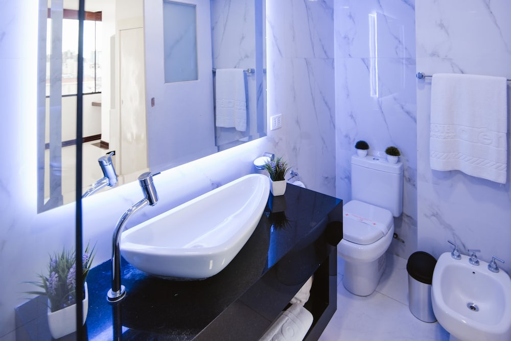 https://i.travelapi.com/hotels/1000000/50000/43900/43892/a11590c2_z.jpg