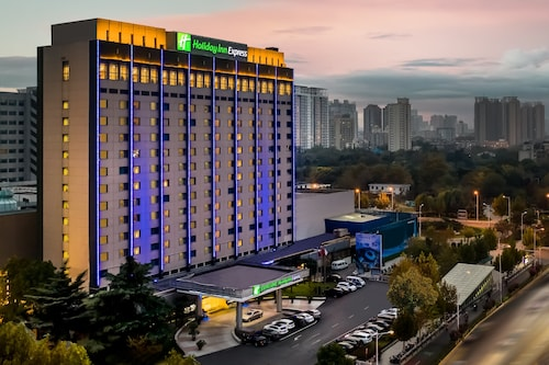 . Holiday Inn Express Zhengzhou