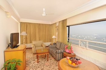 Suite, 1 King Bed, Sea View