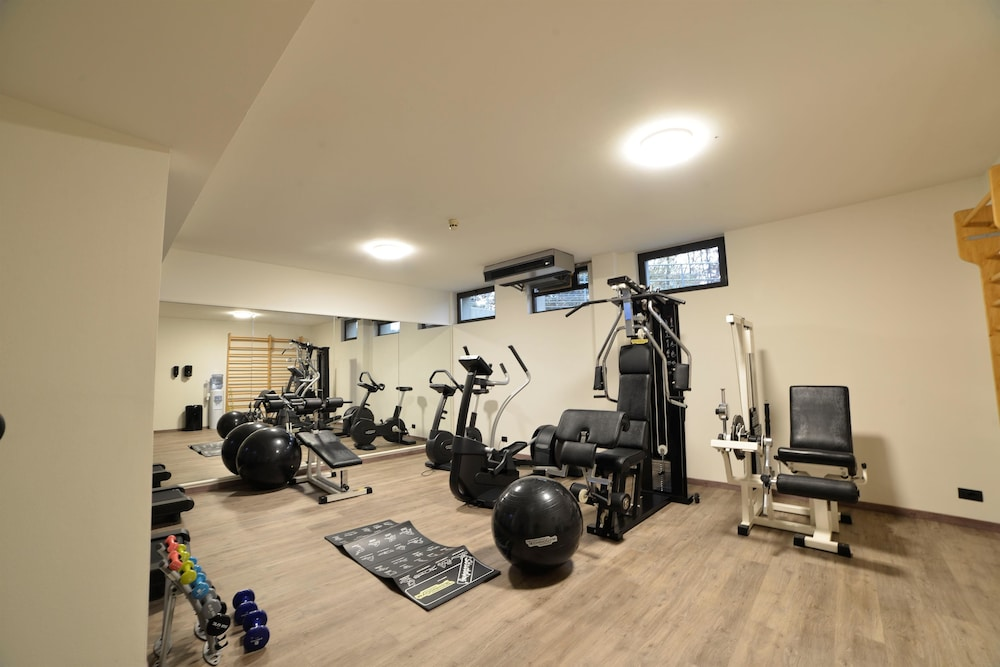 Health and Fitness : Gym 265 of 390