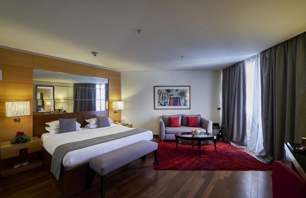 https://i.travelapi.com/hotels/1000000/50000/46100/46033/17432ce2_z.jpg