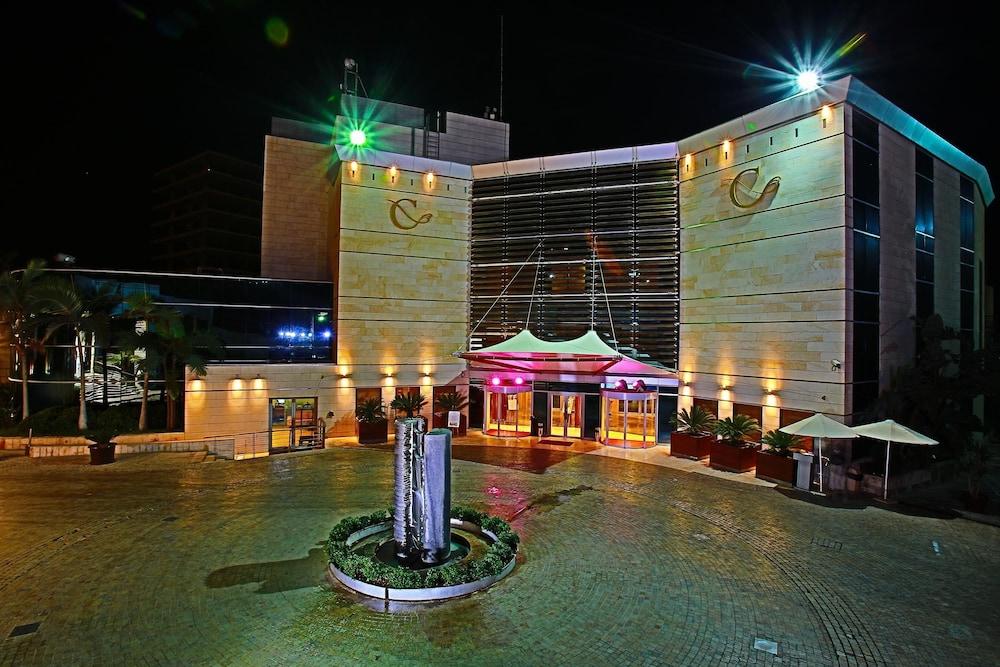 https://i.travelapi.com/hotels/1000000/50000/46100/46033/2264e98d_z.jpg