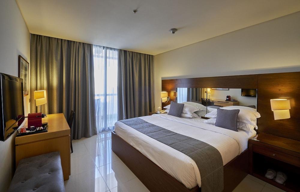https://i.travelapi.com/hotels/1000000/50000/46100/46033/2714430d_z.jpg