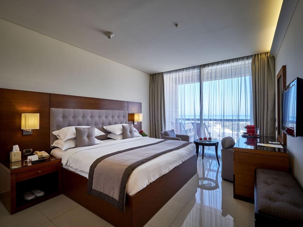 https://i.travelapi.com/hotels/1000000/50000/46100/46033/2ac31cbd_z.jpg