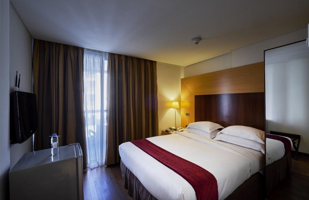 https://i.travelapi.com/hotels/1000000/50000/46100/46033/3626d6af_z.jpg