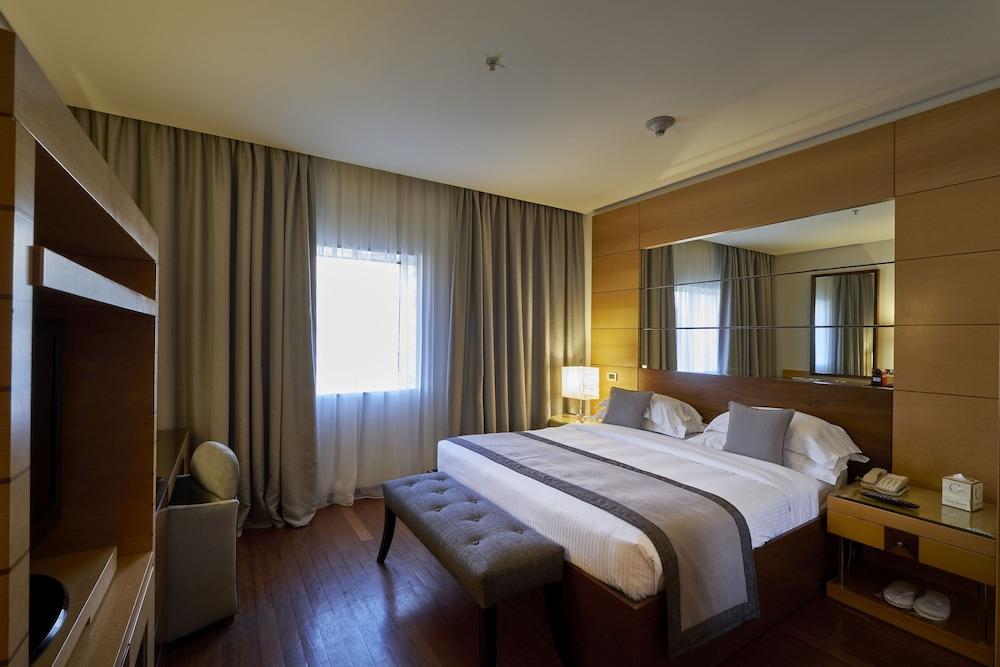 https://i.travelapi.com/hotels/1000000/50000/46100/46033/5566ca67_z.jpg