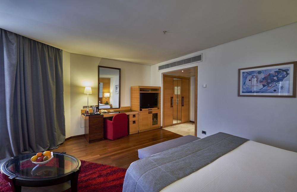 https://i.travelapi.com/hotels/1000000/50000/46100/46033/6fa80b36_z.jpg