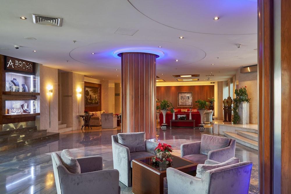 https://i.travelapi.com/hotels/1000000/50000/46100/46033/82473591_z.jpg